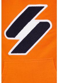Superdry - Bluza bawełniana. Typ kołnierza: kaptur. Kolor: pomarańczowy. Materiał: bawełna. Wzór: aplikacja