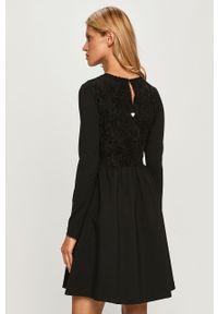 Czarna sukienka TwinSet z okrągłym kołnierzem, klasyczna, z długim rękawem