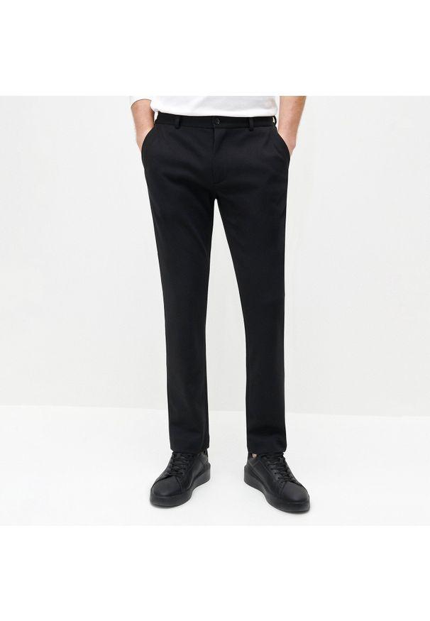 Reserved - Chinosy slim fit - Czarny. Kolor: czarny
