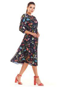Infinite You - Granatowa Klasyczna Rozkloszowana Sukienka z Kolorowym Wzorem. Kolor: niebieski. Materiał: poliester, elastan. Wzór: kolorowy. Styl: klasyczny