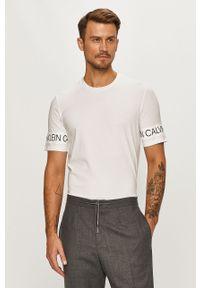 Biały t-shirt Calvin Klein Performance z okrągłym kołnierzem, casualowy, na co dzień