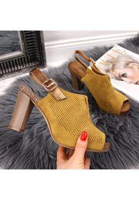 Żółte sandały Sergio Leone