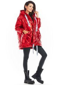 Czerwona kurtka pikowana Awama z kapturem