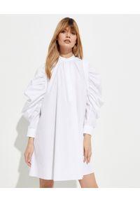 Alexander McQueen - ALEXANDER MCQUEEN - Sukienka z marszczonymi rękawami. Okazja: na co dzień. Kolor: biały. Materiał: materiał. Długość rękawa: długi rękaw. Typ sukienki: proste, koszulowe. Styl: casual