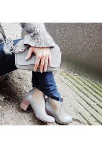 Szare botki Zapato w kolorowe wzory, wąskie, na jesień, street