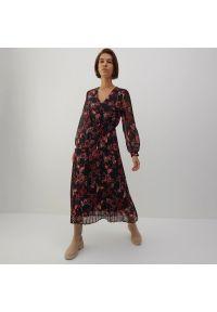 Reserved - Sukienka w kwiaty - Czarny. Kolor: czarny. Wzór: kwiaty