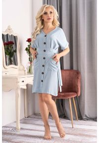 Merribel - Niebieska Sukienka Szmizjerka z Krótkim Rękawem. Kolor: niebieski. Materiał: poliester. Długość rękawa: krótki rękaw. Typ sukienki: szmizjerki