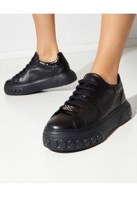 Casadei - CASADEI - Czarne sneakersy Off-Road Lacroc. Nosek buta: okrągły. Kolor: czarny. Materiał: lakier, guma. Wzór: napisy