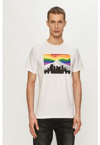 columbia - Columbia - T-shirt. Okazja: na co dzień. Kolor: biały. Materiał: skóra. Wzór: nadruk. Styl: casual