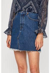 Niebieska spódnica Levi's® na spotkanie biznesowe, z podwyższonym stanem, w kolorowe wzory