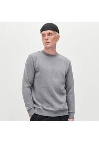 Reserved - Melanżowa bluza z napisem - Szary. Kolor: szary. Wzór: melanż, napisy