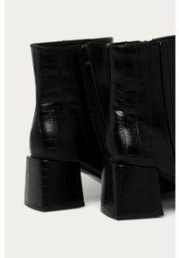 Czarne botki Answear Lab na zamek, na średnim obcasie, z cholewką