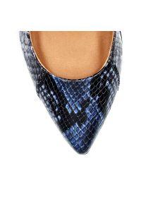 Niebieskie szpilki Arturo Vicci na wysokim obcasie, eleganckie