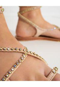 MYSTIQUE SHOES - Beżowe skórzane sandały z kryształami. Zapięcie: pasek. Kolor: beżowy. Materiał: skóra. Wzór: aplikacja, paski