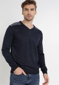 Born2be - Granatowy Sweter Melyse. Typ kołnierza: dekolt w kształcie V. Kolor: niebieski. Materiał: jeans. Wzór: aplikacja. Styl: klasyczny