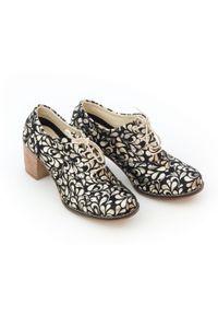 Zapato - sznurowane półbuty na 6 cm słupku - skóra naturalna - model 251 - kolor złote kwiaty. Kolor: złoty. Materiał: skóra. Wzór: kwiaty. Obcas: na słupku