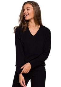 MOE - Dzianinowy Sweterek z Dekoltem V - Czarna. Kolor: czarny. Materiał: dzianina