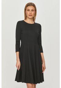 Hugo - Sukienka. Kolor: czarny. Materiał: dzianina. Wzór: gładki. Typ sukienki: rozkloszowane