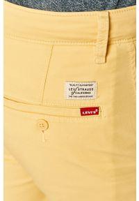 Levi's® - Levi's - Szorty. Okazja: na co dzień, na spotkanie biznesowe. Kolor: żółty. Materiał: tkanina. Wzór: gładki. Styl: casual, biznesowy