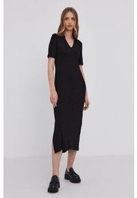 Samsoe & Samsoe - Samsoe Samsoe - Sukienka. Kolor: czarny. Materiał: wiskoza, dzianina, materiał. Długość rękawa: krótki rękaw. Wzór: gładki. Typ sukienki: dopasowane