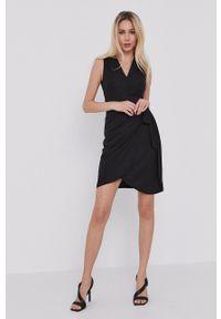 Morgan - Sukienka. Kolor: czarny. Materiał: dzianina. Wzór: gładki. Typ sukienki: rozkloszowane