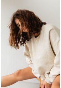 Marsala - Bluza damska o kroju regular fit w kolorze BEIGE z dodatkiem konopii - BASKET KONOPIA BY MARSALA. Materiał: dresówka, bawełna, jeans, dzianina, elastan, tkanina, włókno. Wzór: melanż. Sezon: lato, jesień, wiosna, zima. Styl: klasyczny