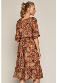 Różowa sukienka medicine casualowa, midi, na co dzień, prosta
