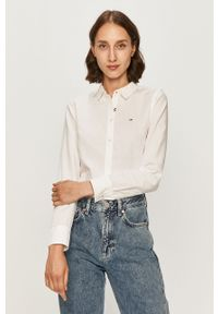 Biała koszula Tommy Jeans z aplikacjami, casualowa