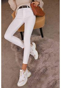 Białe jeansy IVET