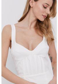 BARDOT - Bardot - Sukienka. Kolor: biały. Materiał: tkanina. Długość rękawa: na ramiączkach. Typ sukienki: dopasowane