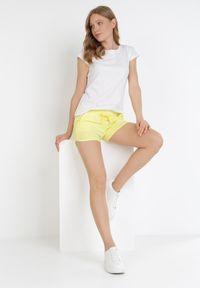 Born2be - Żółte Szorty Nyshophis. Kolor: żółty