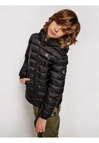 Calvin Klein Jeans Kurtka puchowa Light Down Jacket IB0IB00554 Czarny Regular Fit. Kolor: czarny. Materiał: puch