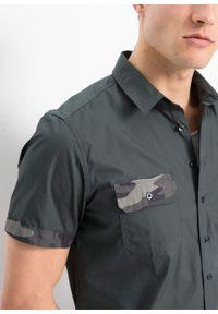 Koszula z krótkim rękawem z wstawkami w deseń moro, Slim Fit bonprix antracytowy z nadrukiem. Kolor: szary. Długość rękawa: krótki rękaw. Długość: krótkie. Wzór: nadruk, moro #6