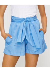 Kenzo - KENZO - Niebieskie spodenki z wiązaniem. Kolor: niebieski. Wzór: aplikacja. Sezon: lato