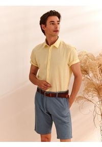 TOP SECRET - Koszula z lnem o kroju slim. Kolor: żółty. Materiał: len. Długość rękawa: krótki rękaw. Długość: krótkie. Sezon: lato, wiosna