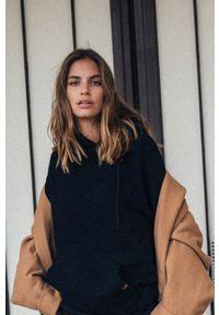 MUUV - Bluza bawełniana Smooth Cotton. Kolor: czarny. Materiał: bawełna. Długość rękawa: długi rękaw. Długość: długie