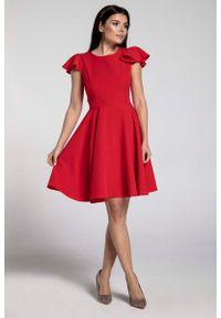 Nommo - Czerwona Rozkloszowana Sukienka z Rękawkiem Typu Motylek. Kolor: czerwony. Materiał: wiskoza, poliester. Długość rękawa: krótki rękaw