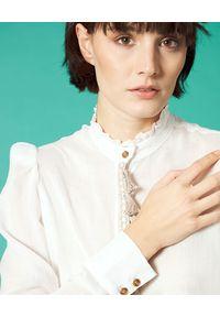 Manila Grace - MANILA GRACE - Biała koszula z frędzlami. Kolor: biały. Wzór: aplikacja. Styl: klasyczny
