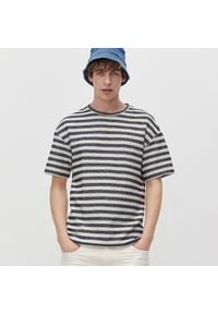 Reserved - T-shirt basic w paski - Jasny szary. Kolor: szary. Wzór: paski