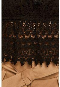 Czarna bluzka TwinSet w koronkowe wzory, casualowa, krótka