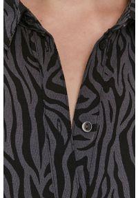 Jacqueline de Yong - Sukienka. Kolor: szary. Materiał: tkanina. Typ sukienki: rozkloszowane