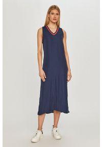 Pepe Jeans - Sukienka Idara. Okazja: na co dzień. Kolor: niebieski. Materiał: tkanina. Wzór: gładki. Typ sukienki: proste. Styl: casual
