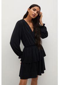 Czarna sukienka mango gładkie, rozkloszowana, na co dzień
