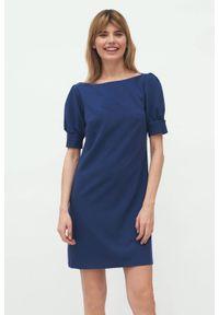 Nife - Kobaltowa koktajlowa sukienka mini z bufiastymi rękawami. Typ kołnierza: dekolt w łódkę. Kolor: niebieski. Materiał: elastan. Typ sukienki: proste. Styl: wizytowy. Długość: mini