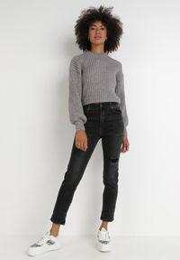 Born2be - Czarne Jeansy Regular Colesio. Stan: podwyższony. Kolor: czarny. Długość: długie. Wzór: aplikacja. Styl: klasyczny