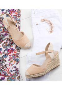 Beżowe sandały SIXTH SENS w kolorowe wzory, klasyczne, na lato