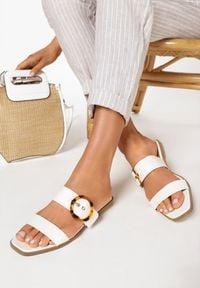 Born2be - Białe Klapki Asithei. Nosek buta: otwarty. Kolor: biały. Wzór: gładki. Sezon: lato. Obcas: na płaskiej podeszwie