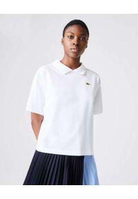 Lacoste - LACOSTE - Biała koszulka polo z logo Boxy Fit. Typ kołnierza: polo. Kolor: biały. Materiał: bawełna. Wzór: aplikacja