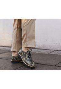 Zapato - półbuty - skóra naturalna - model 258 - kolor moro. Nosek buta: okrągły. Zapięcie: sznurówki. Materiał: skóra. Wzór: moro. Sezon: lato. Obcas: na obcasie. Styl: klasyczny, elegancki. Wysokość obcasa: niski
