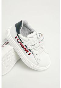 Białe buty sportowe TOMMY HILFIGER z cholewką, z okrągłym noskiem